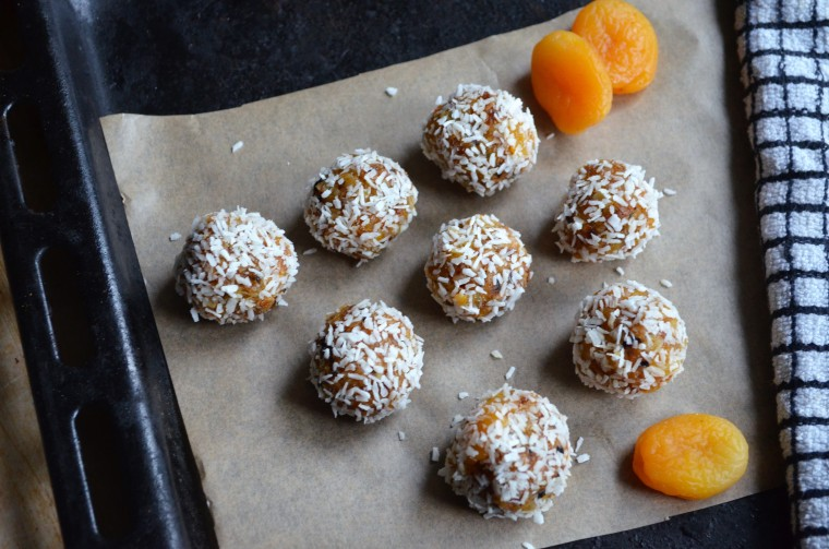 01-aprikosen-kokos-balle