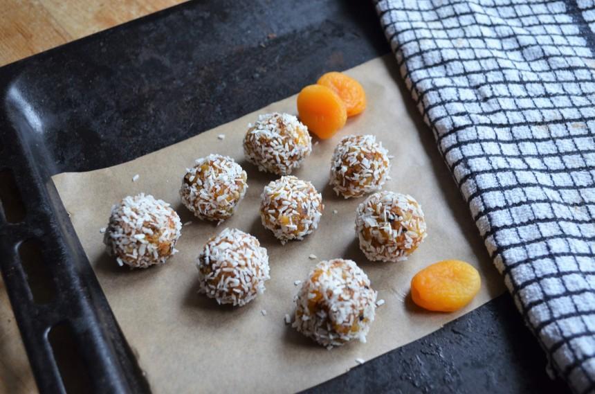 05-aprikosen-kokos-balle