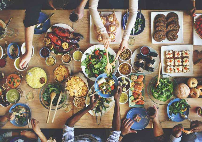 brunch-choice-crowd-dining-food
