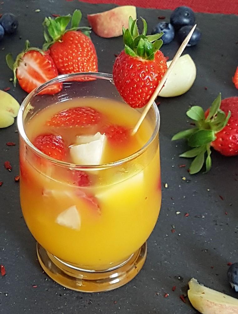 02-Erdbeer-Pfirsich-Bowle
