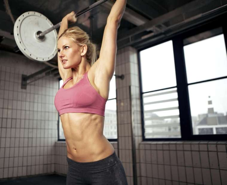 mujer-ejercicios-pesas-2