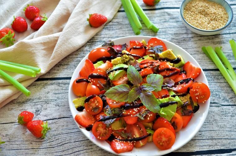 02-Avocado-Erdbeer-Caprese