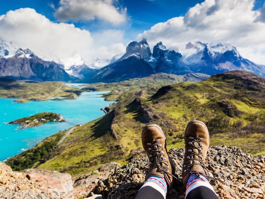 id766_alleine_reisen_sa_chile_patagonia_mountain_view_shutterstock_576453496_olga_danylenko