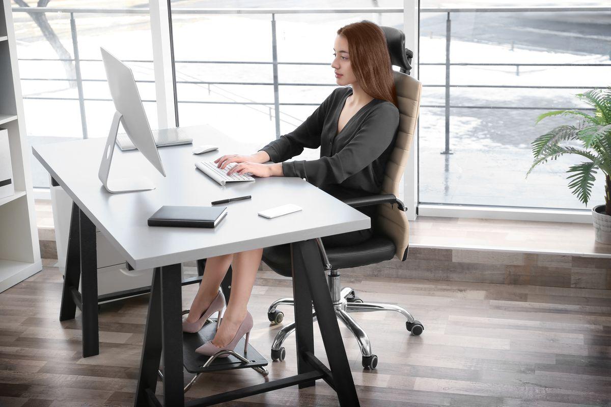 Gesundheit: Wie Ihr eure Körperhaltung auf der Arbeit verbessern könnt