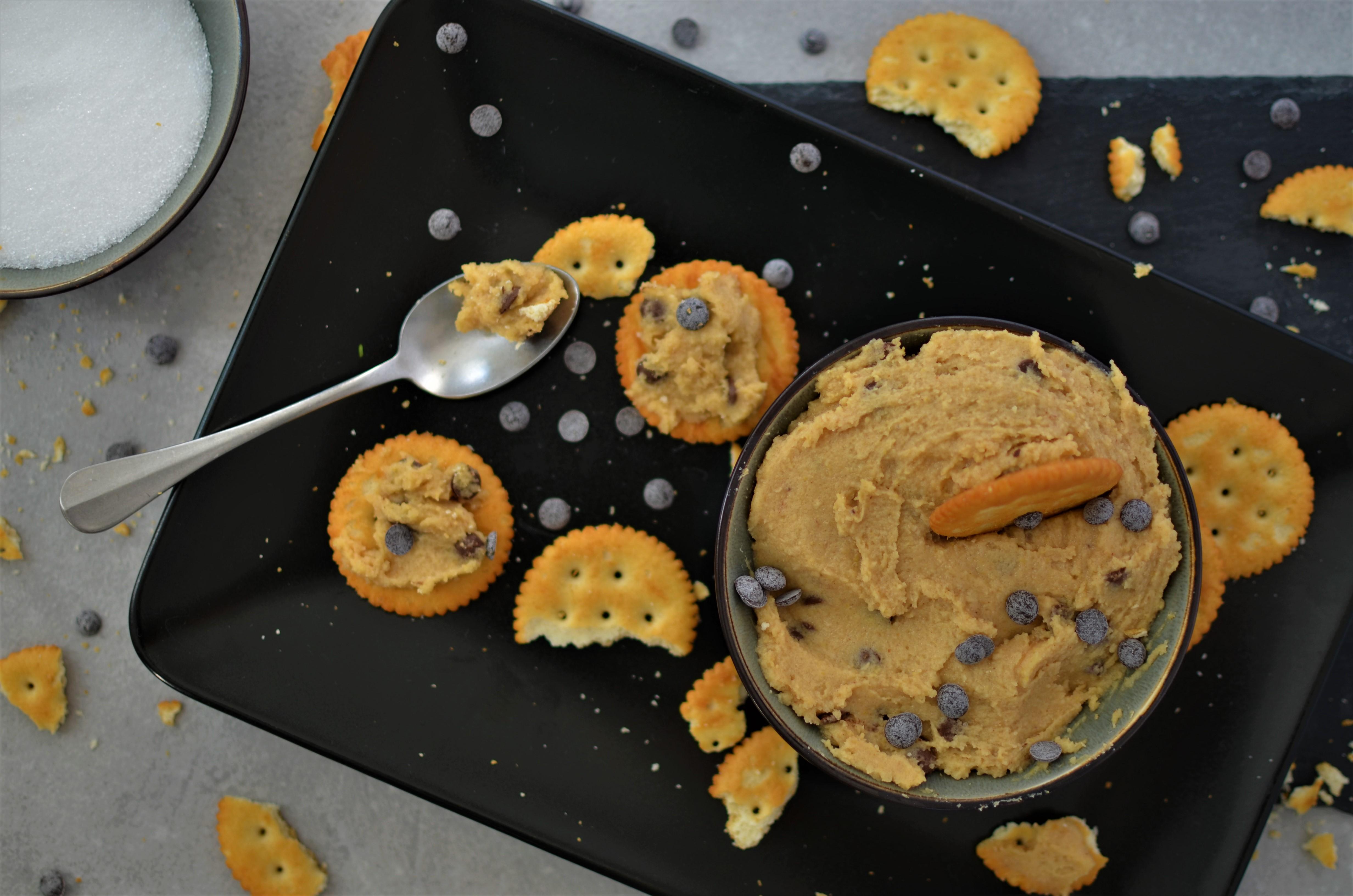 Rezept: Gesunder Cookie-Dough Dip aus Kichererbsen