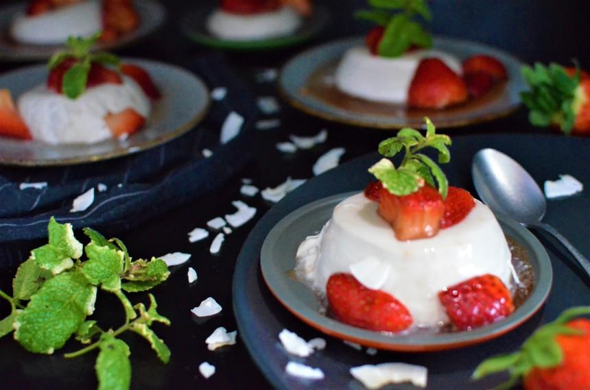 02-Kokos-Panna-Cotta-Balsamico-Erdbeeren
