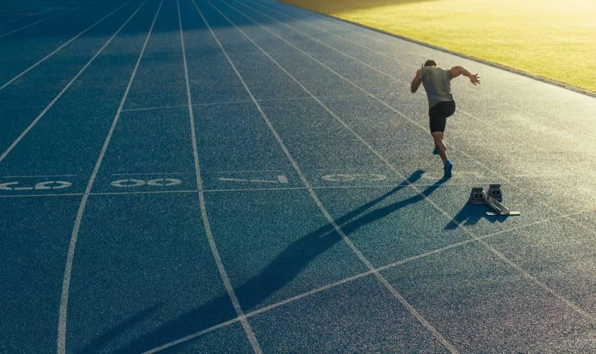 Einsamer-Läufer-auf-Bahn